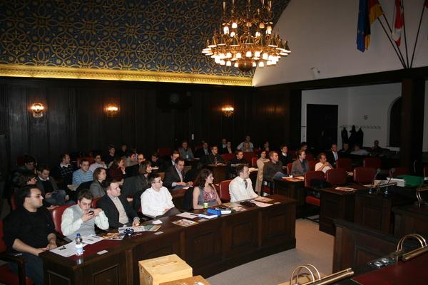 die Mitglieder des JU Landesausschusses im BVV Saal des Rathauses Reinickendorf (Foto: Lukas Dehé)